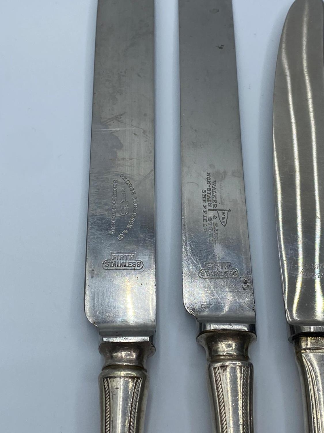 Assortment of 8x silver handled knives (8) - Image 4 of 4