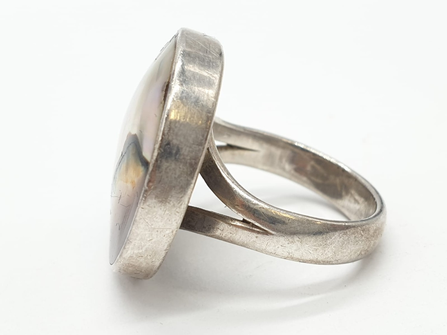 Silver ring having large circular Agate stone to top. Size L. - Image 3 of 6
