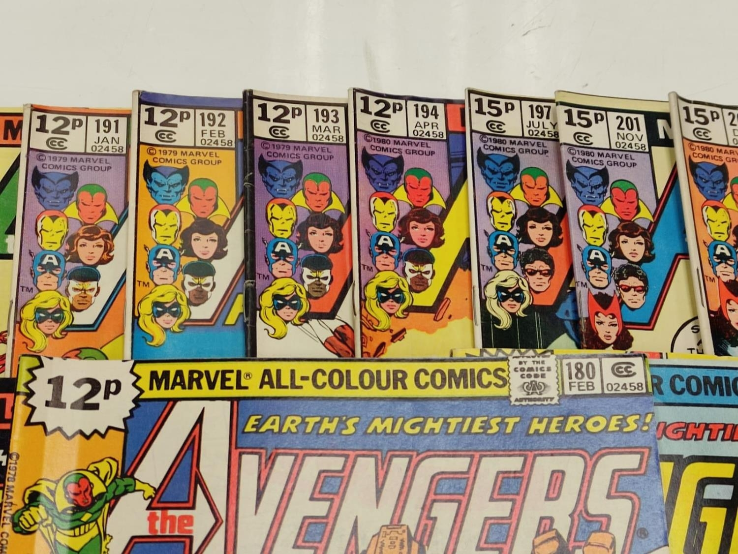 17 editions of Vintage Marvel 'The Avengers' comics in very good condition. - Image 6 of 12
