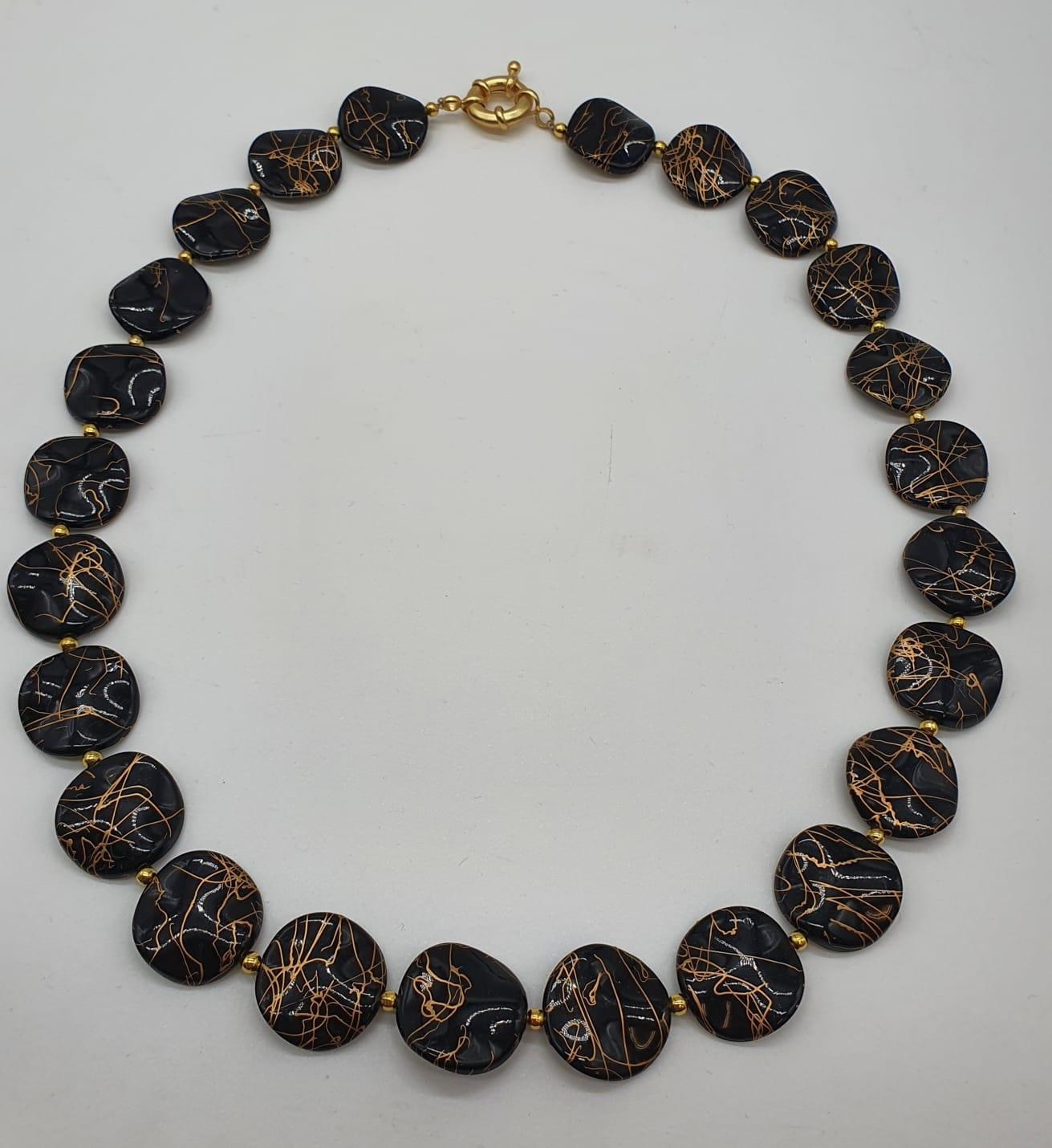 A 60?s black and gold coloured necklace, bracelet and earrings set in a presentation box. Necklace - Image 2 of 5