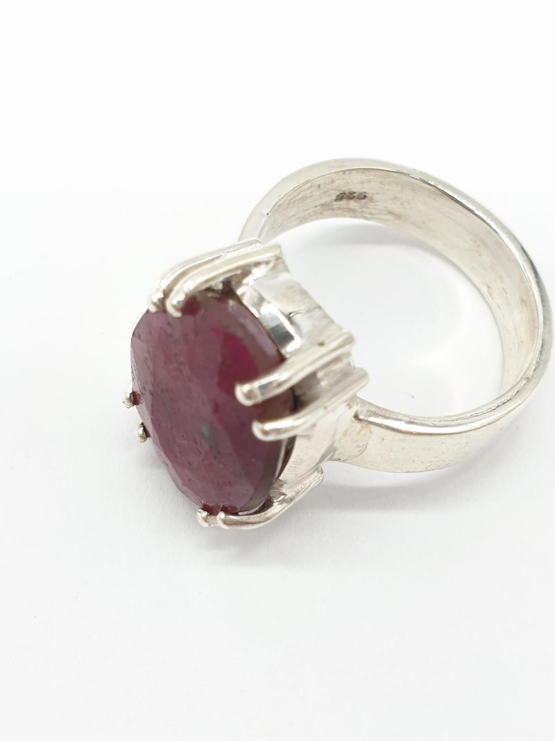 Dressed ruby silver N size ring - Image 3 of 4