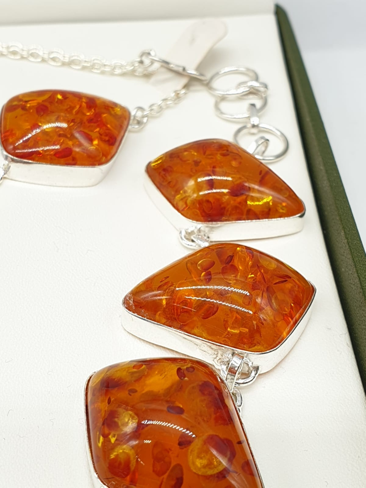 An Art Deco amber style necklace and bracelet set in a presentation box. Necklace length: 52cm. - Image 4 of 5