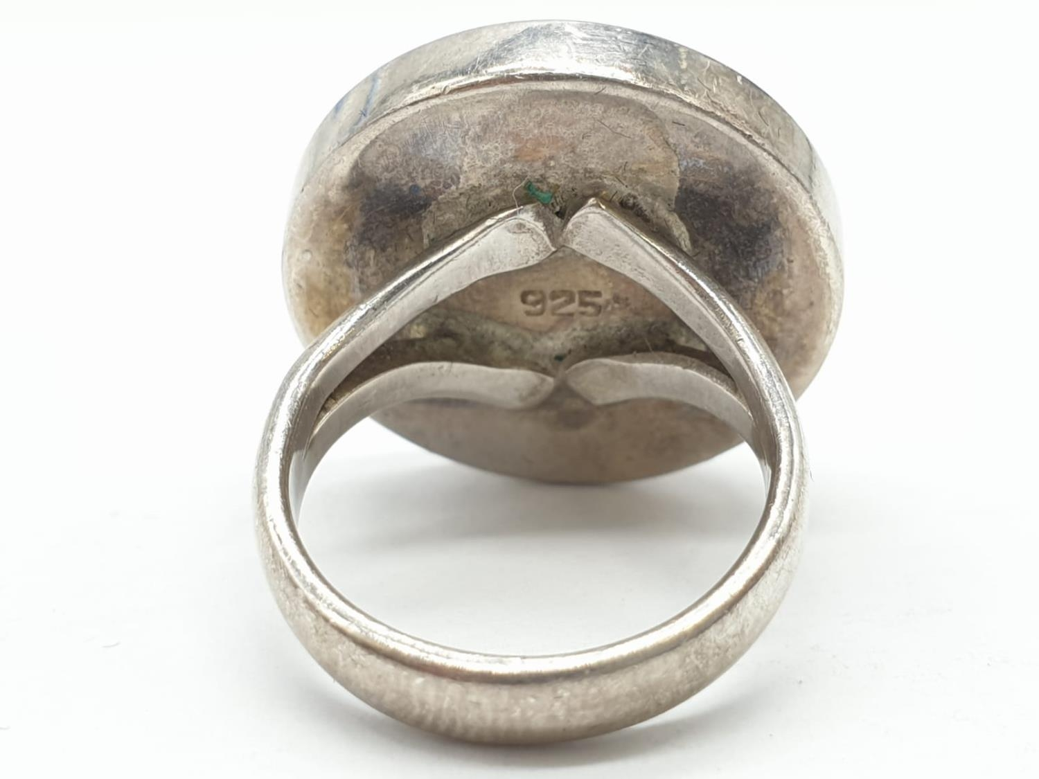 Silver ring having large circular Agate stone to top. Size L. - Image 6 of 6