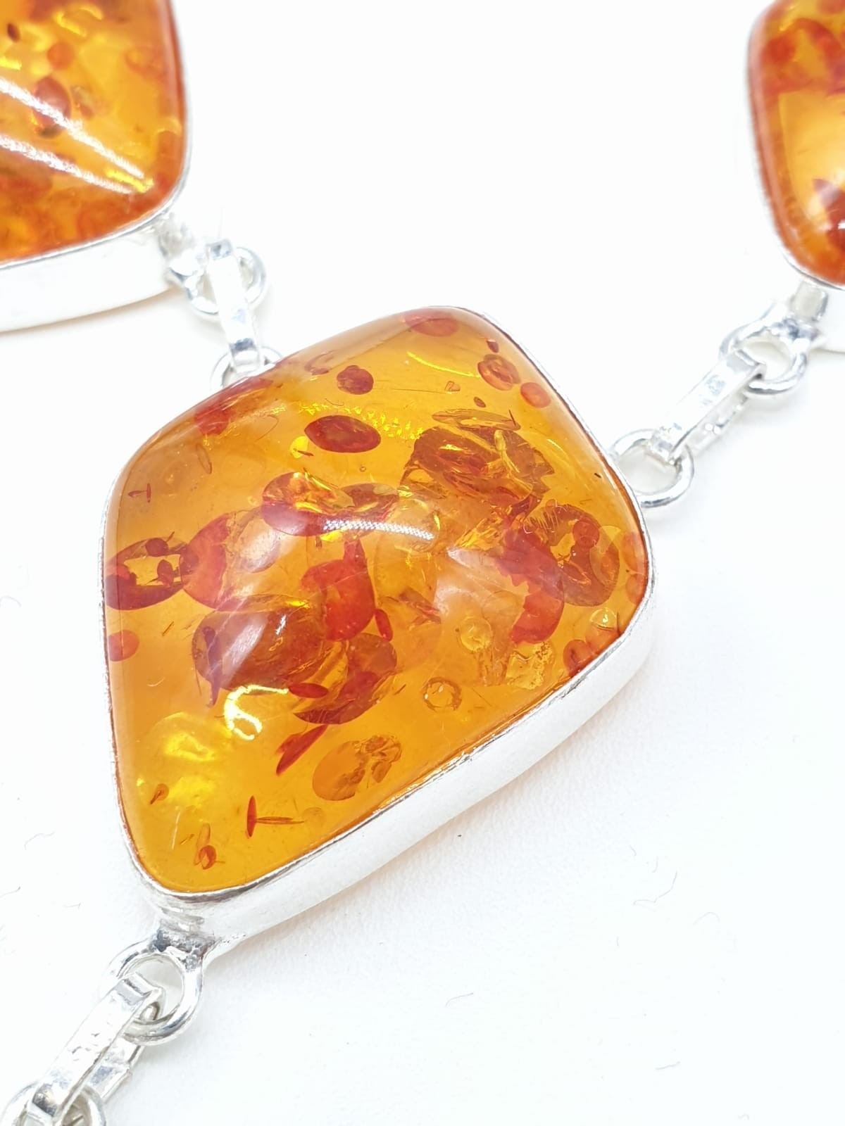 An Art Deco amber style necklace and bracelet set in a presentation box. Necklace length: 52cm. - Image 2 of 5