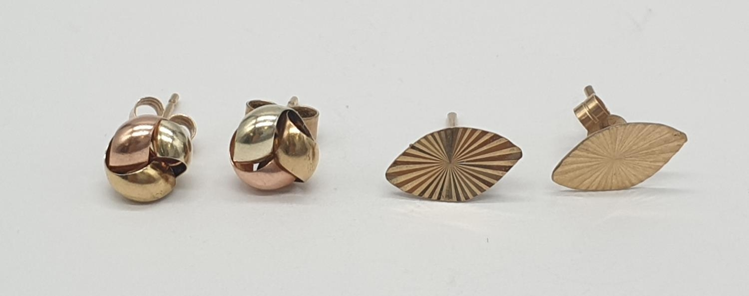 2x pairs of 9ct gold earrings (2)