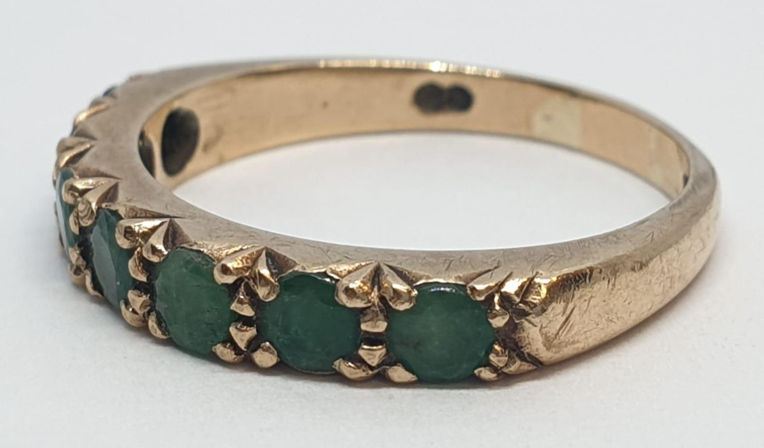 9ct Yellow gold emerald half eternity ring. Weight 2.8g, Size O. - Image 2 of 8