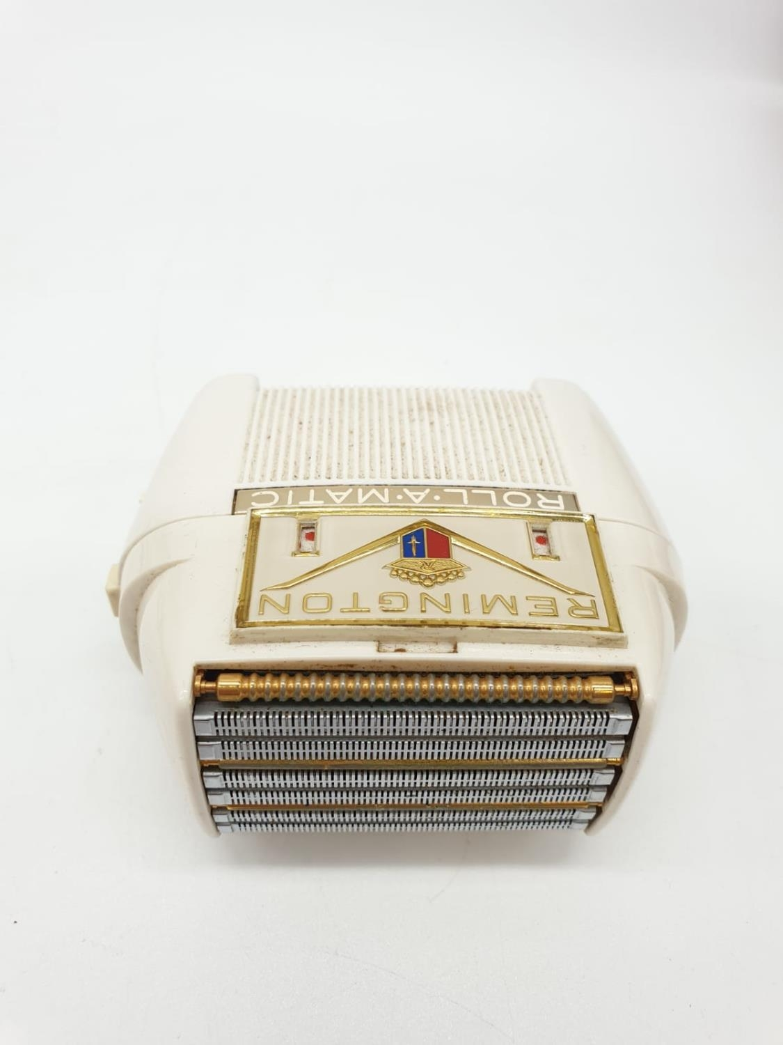A Selection of 4 Vintage Razors including Remington & Schick. - Image 9 of 9