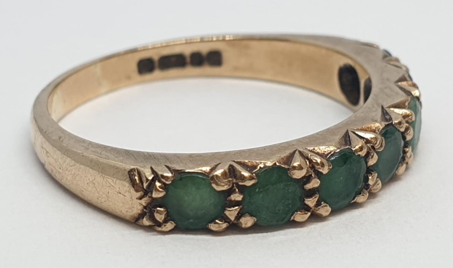 9ct Yellow gold emerald half eternity ring. Weight 2.8g, Size O. - Image 3 of 8