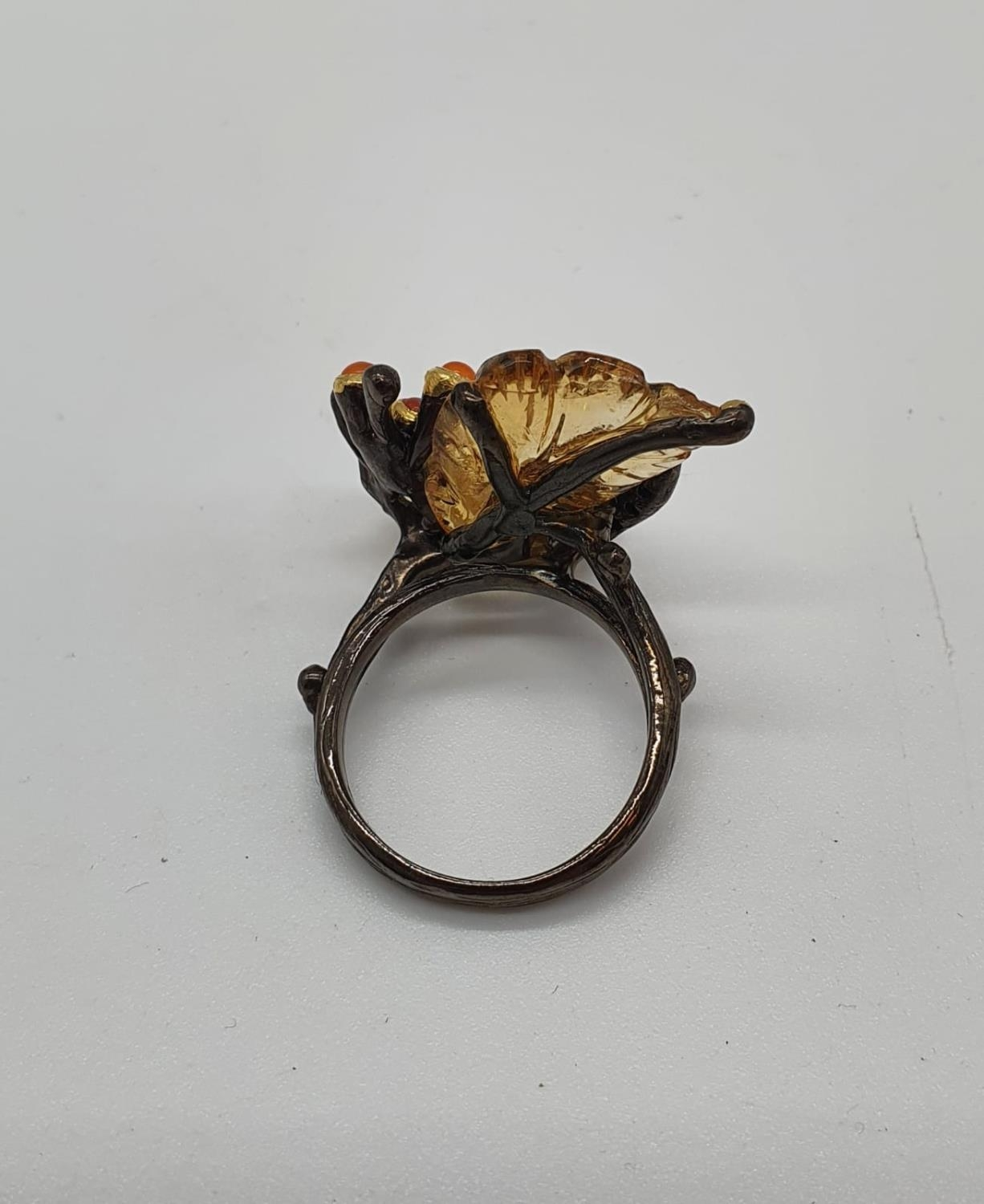 A unique Edwardian silver (unmarked) ring with carved semiprecious and precious stones (citrine, - Image 3 of 5