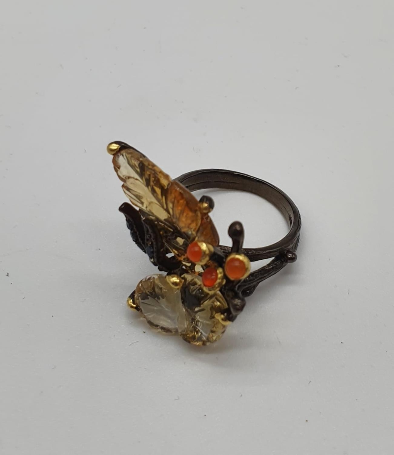 A unique Edwardian silver (unmarked) ring with carved semiprecious and precious stones (citrine, - Image 2 of 5