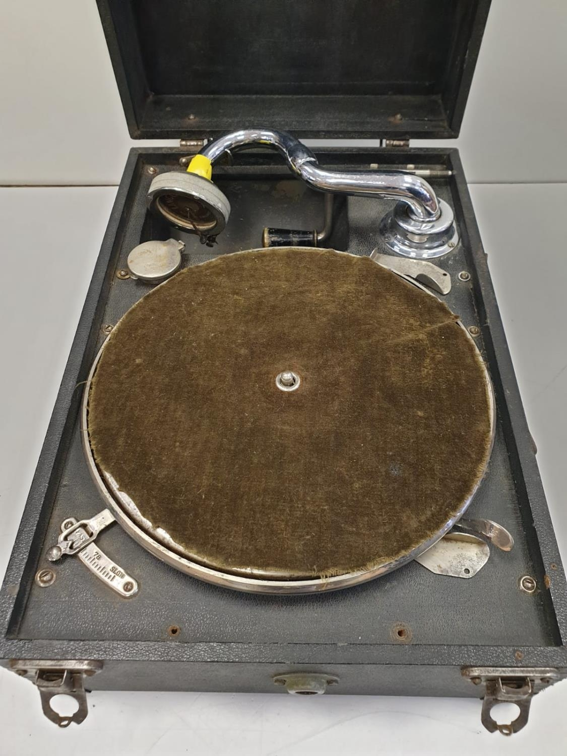 Vintage 1940's May-Fair Deluxe Wind-up Portable record player with 40 LP's. Full working order. Good - Image 4 of 13