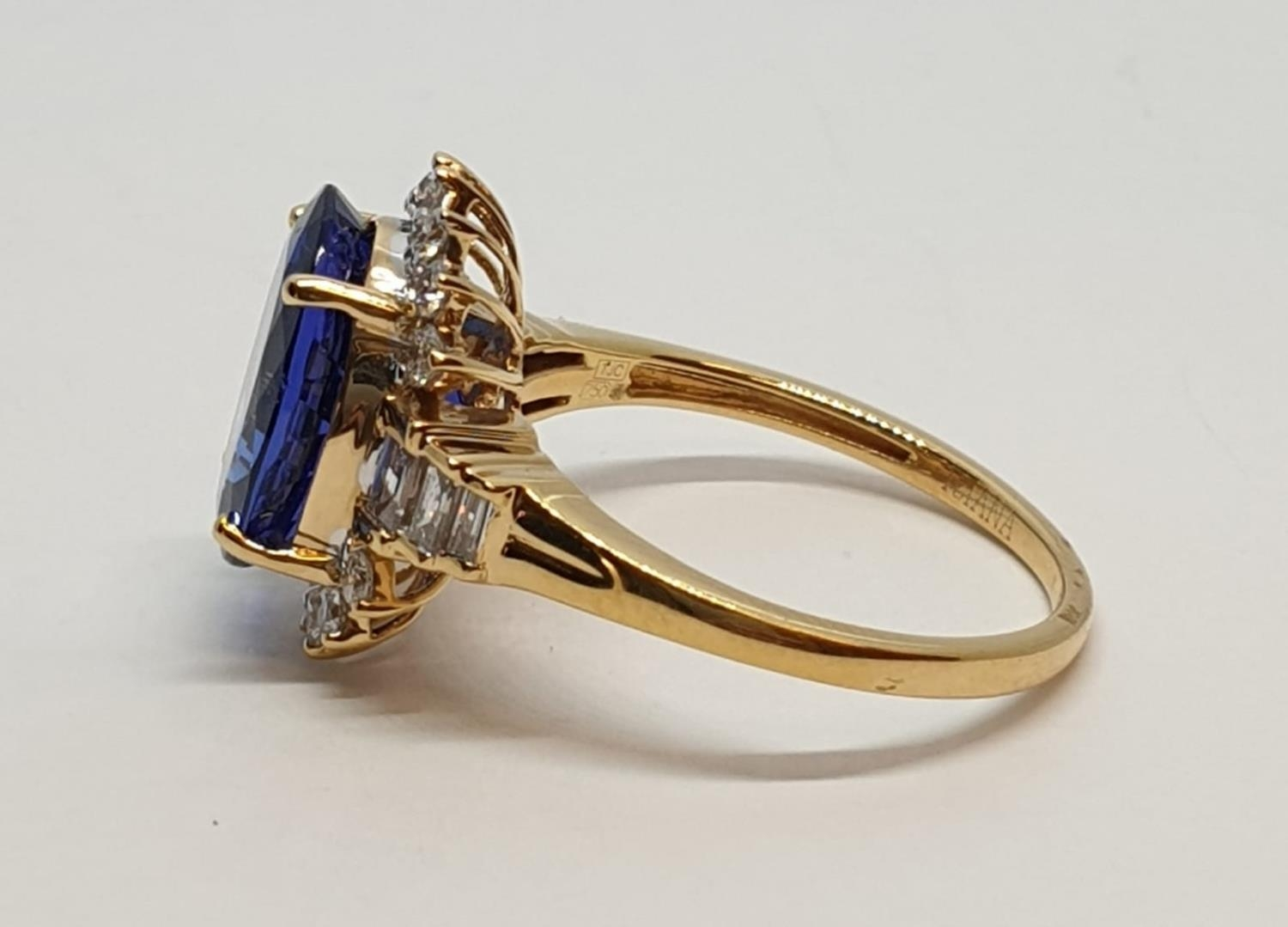 18ct yellow gold ring with 4ct tanzanite centre and further diamonds surrounding and on each - Image 6 of 10