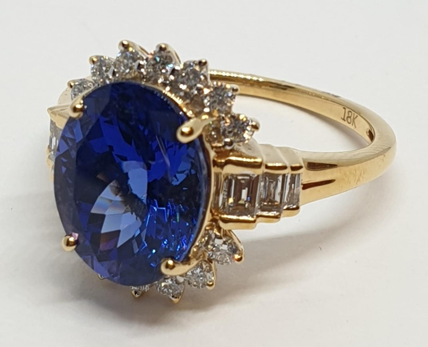18ct yellow gold ring with 4ct tanzanite centre and further diamonds surrounding and on each - Image 4 of 10