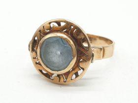 Vintage 14ct gold ring having large circular aquamarine stone to top with pierced design brim