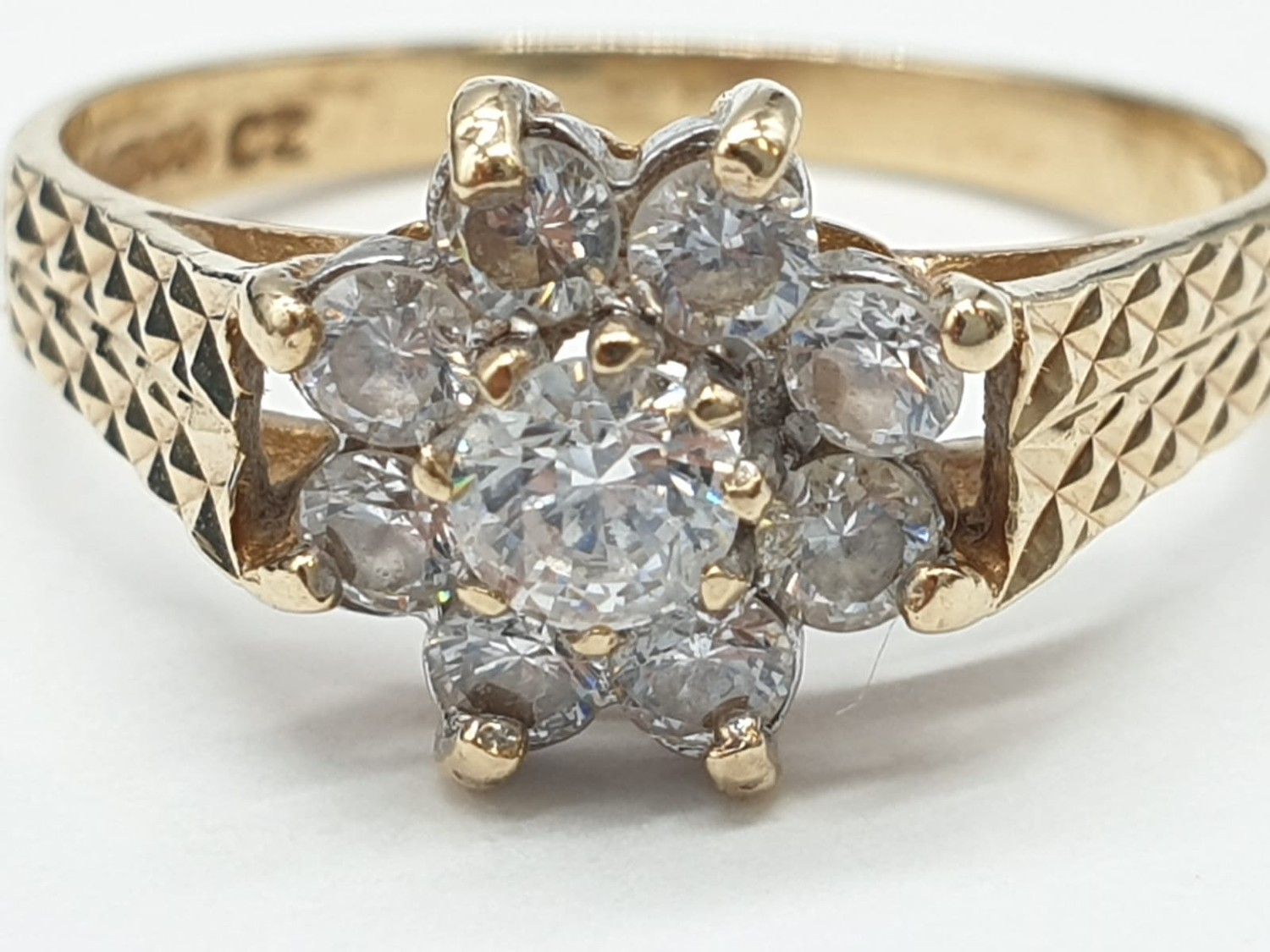 9ct Gold ring having cubic zirconia cluster to top in claw mounts and chased design work to - Image 5 of 7