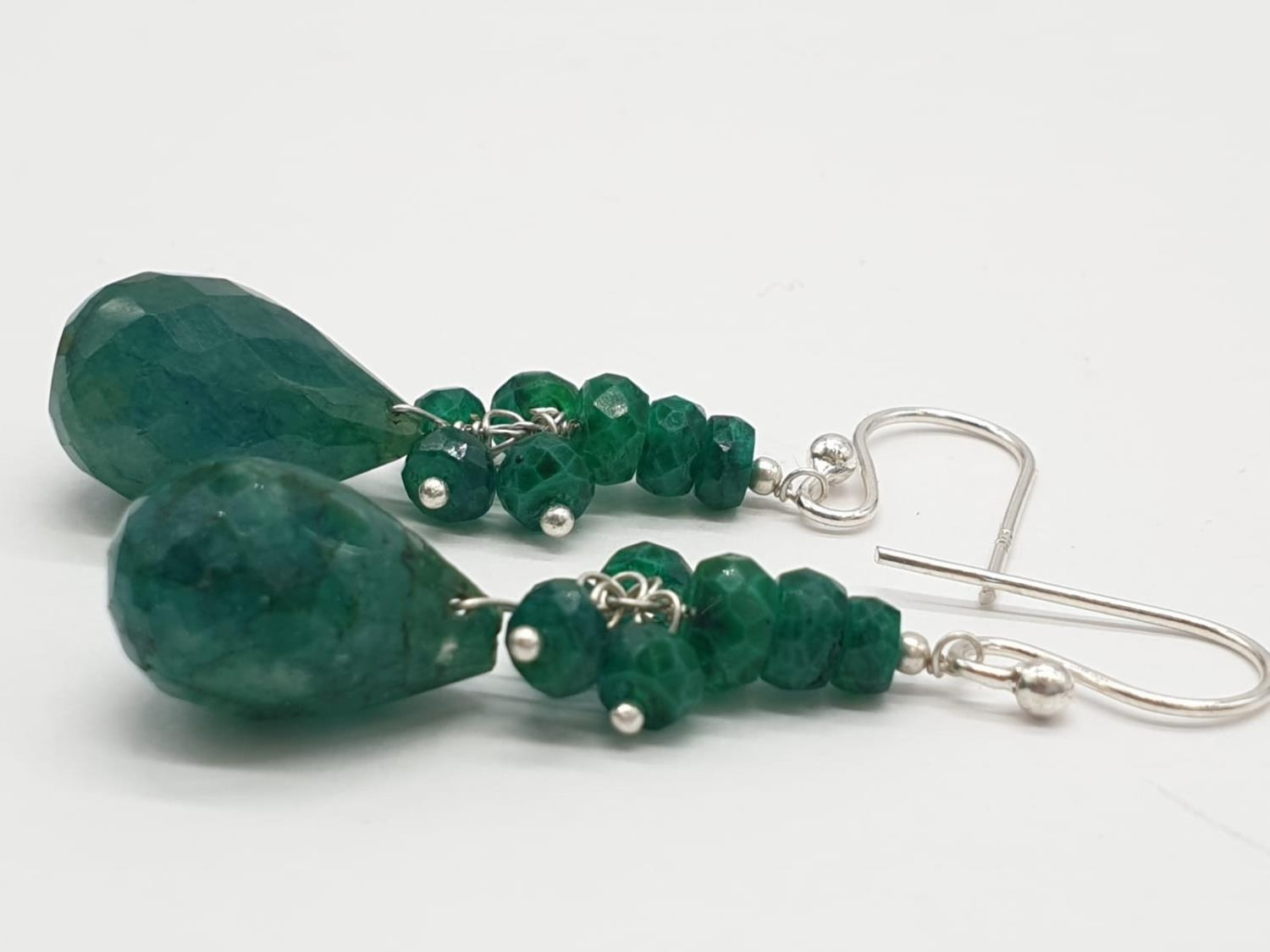 A Emerald Drops Necklace With Matching Dangler Earrings - Image 3 of 4