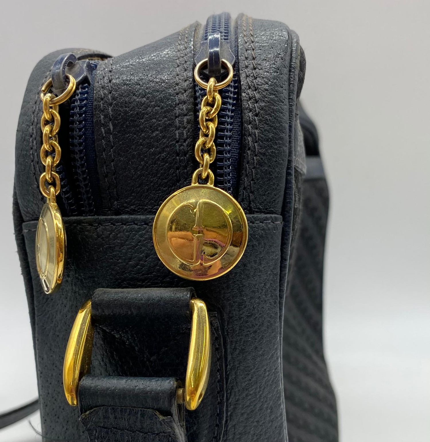 Vintage Gucci style shoulder bag. Two separate compartments with interior zip. w30 x h21cm. Fair - Image 2 of 2