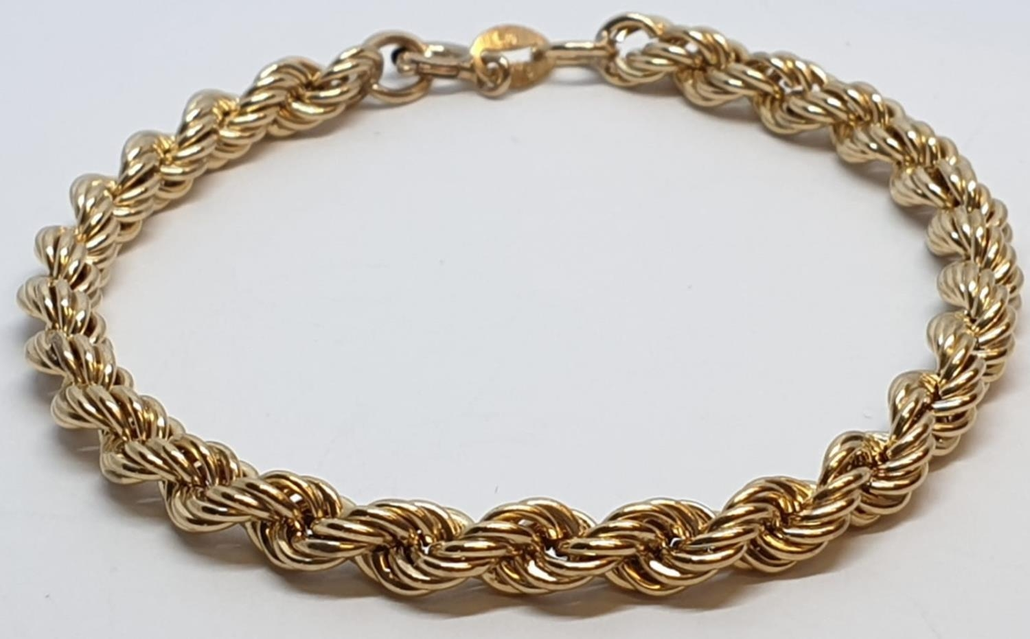 9ct Yellow gold rope bracelet. Weight 3.8g, Length 9cm.