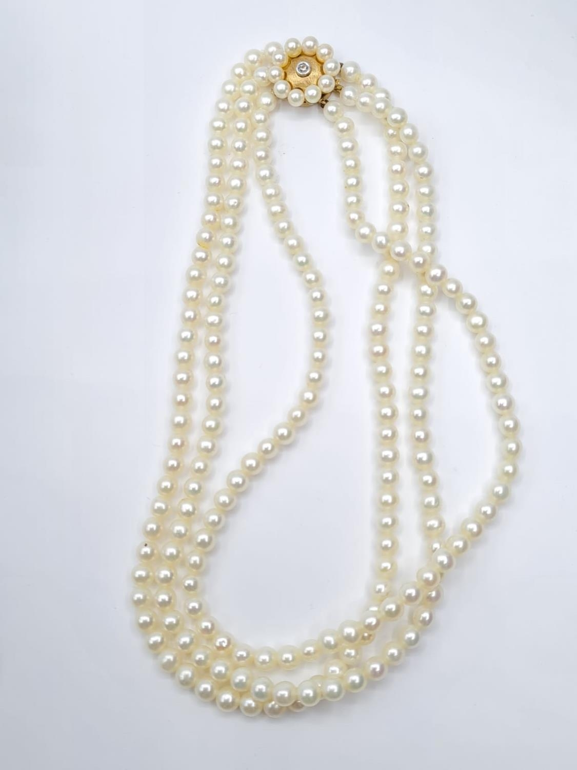 3 rows of cultured pearls choker necklace set in 9ct gold clasp, weight 45g and 33cm long approx