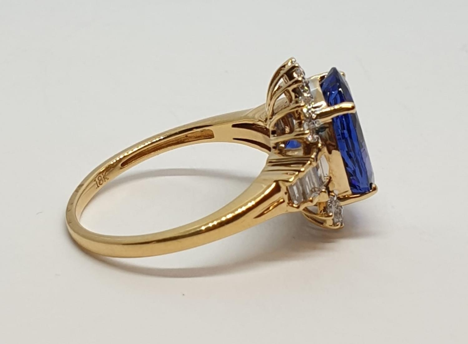 18ct yellow gold ring with 4ct tanzanite centre and further diamonds surrounding and on each - Image 7 of 10