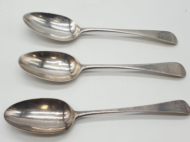 Three Georgian silver desert spoon circa 1830s. 34 grams total.