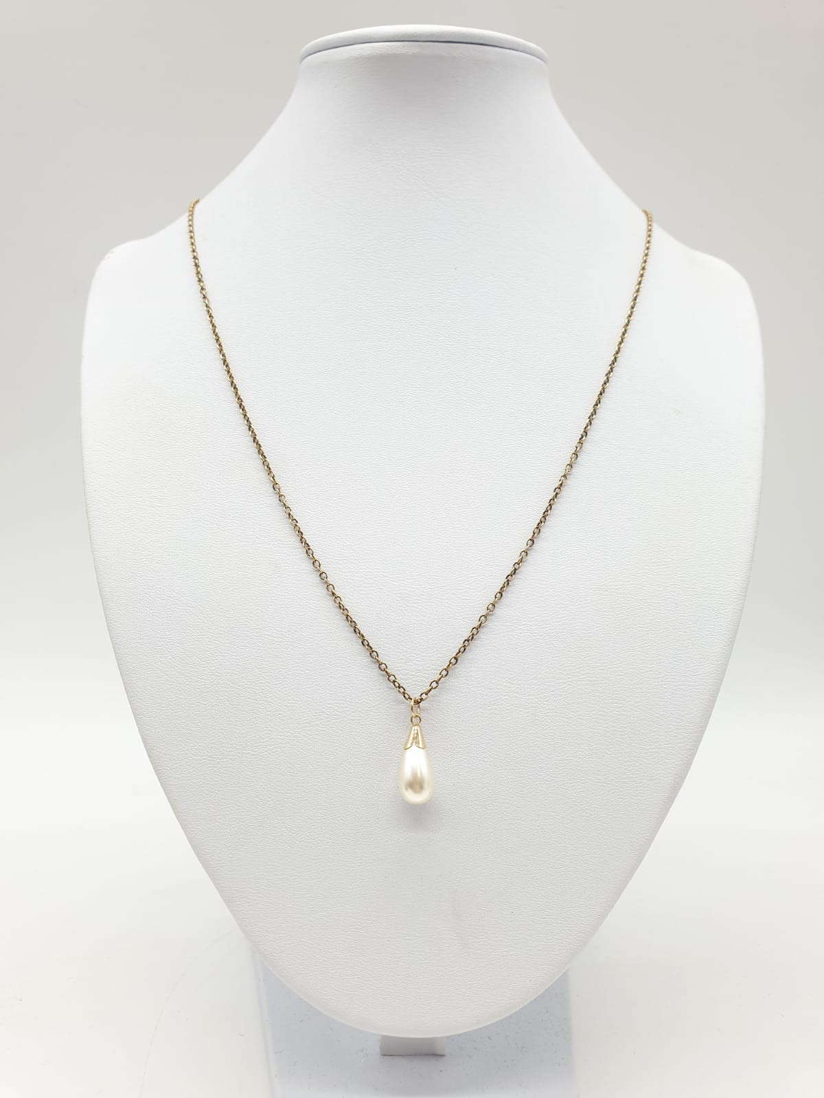 Pearl pendant on a 50cm 9ct gold chain. Weight 3g. - Image 3 of 3