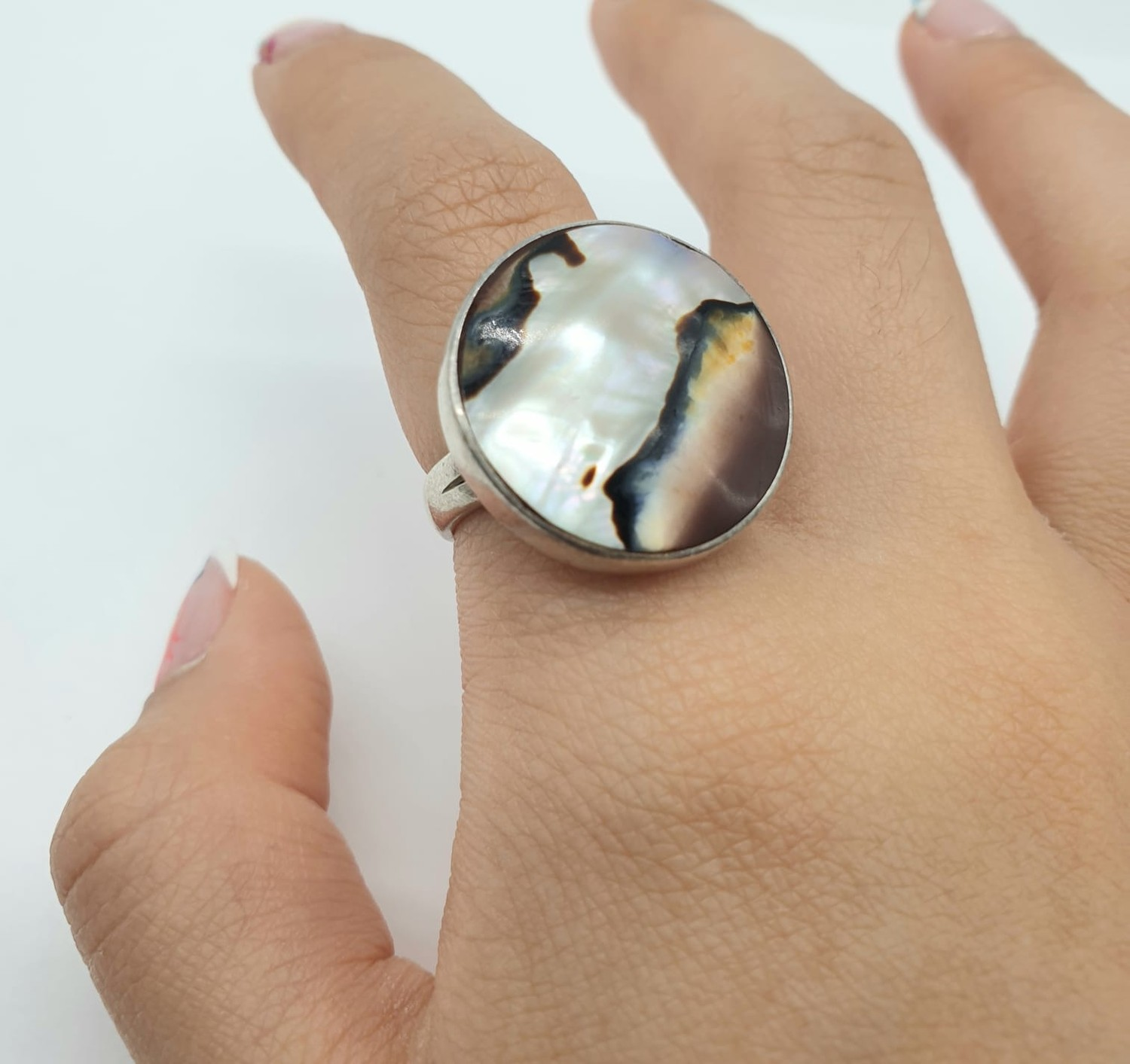 Silver ring having large circular Agate stone to top. Size L. - Image 4 of 6
