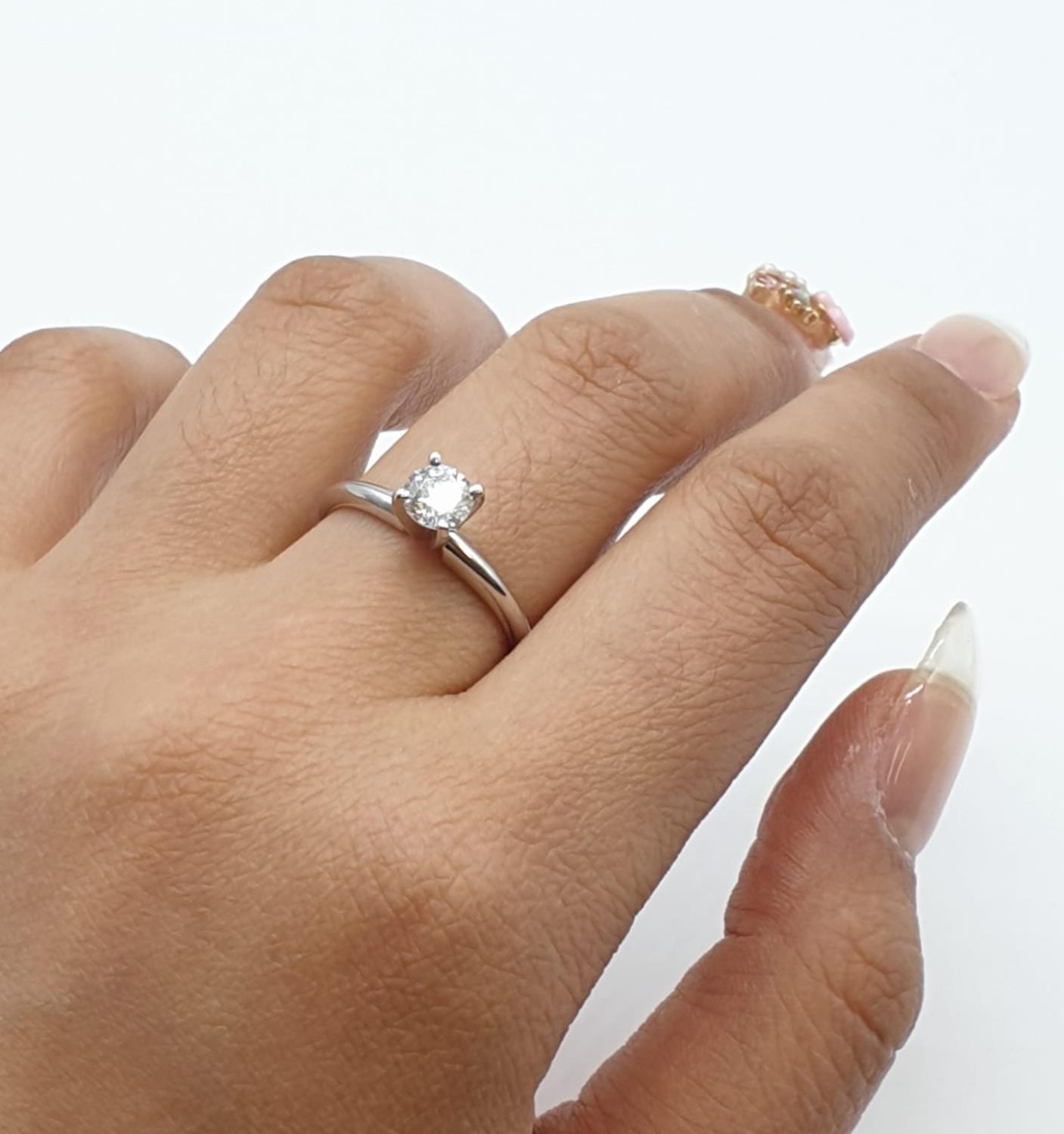 14ct white gold with 0.56ct diamond solitaire ring (round brilliant cut, colour H, clarity SI1 - Image 13 of 18