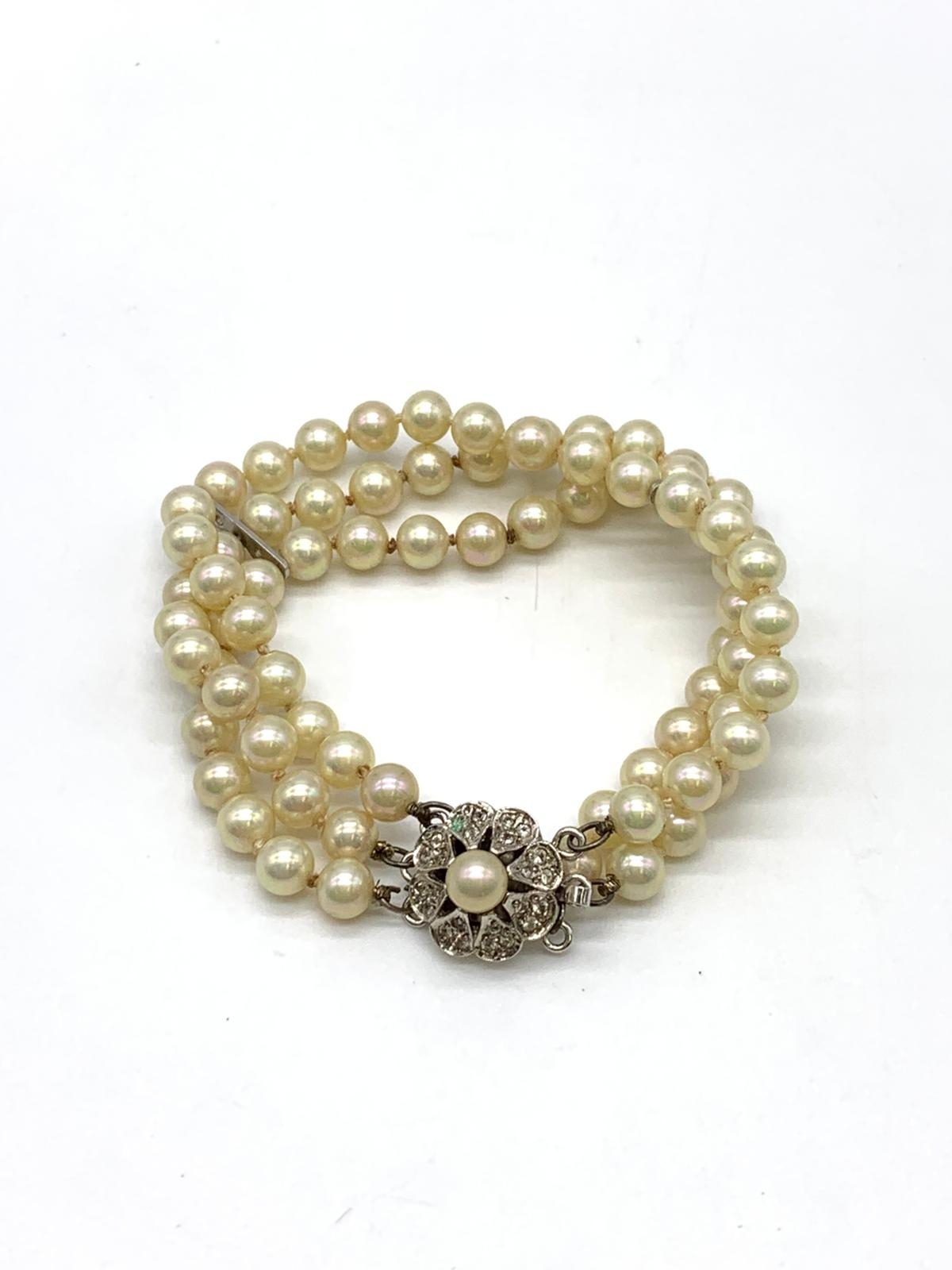 3 Strings Pearl Bracelet with Ornate Catch 16cm