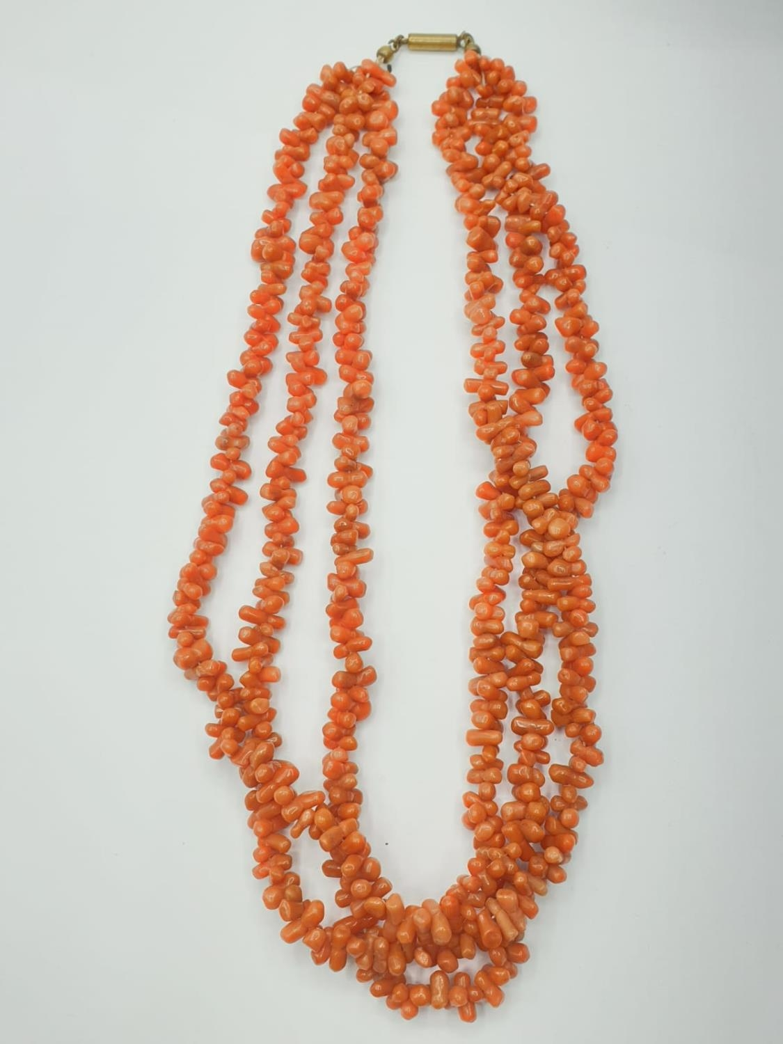 3 ROW CORAL NECKLACE CHOKER STYLE, WEIGHT 71.6G AND 45CM LONG APPROX - Image 2 of 4