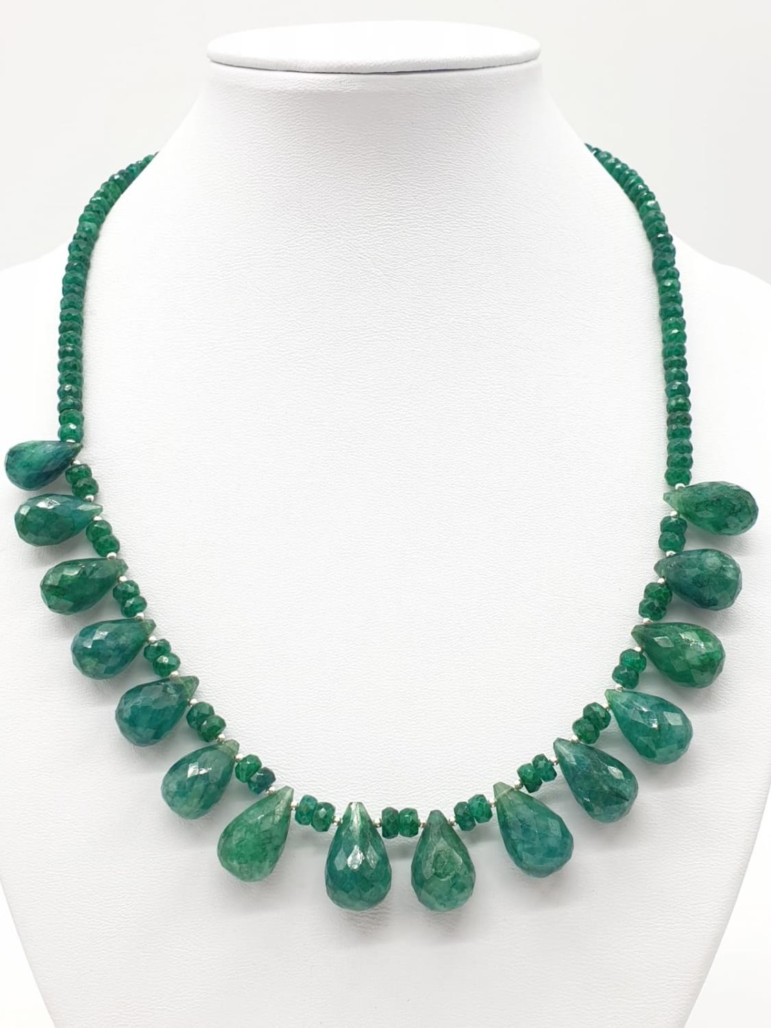 A Emerald Drops Necklace With Matching Dangler Earrings - Image 4 of 4