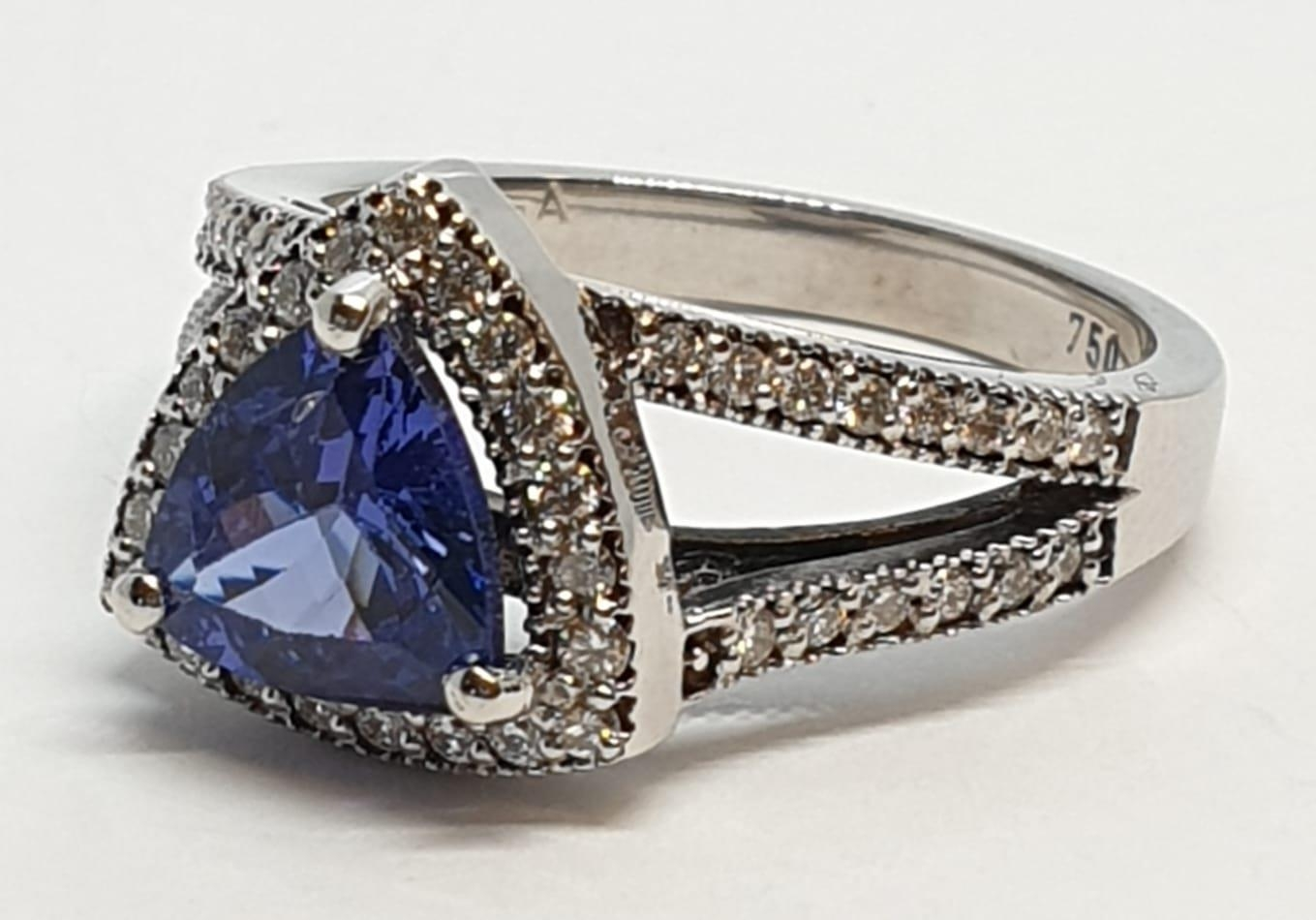 18CT WHITE GOLD RING WITH TRIANGULAR TANZANITE CENTRE AND DIAMONDS ON SHOULDERS, WEIGHT 7G AND - Image 3 of 10