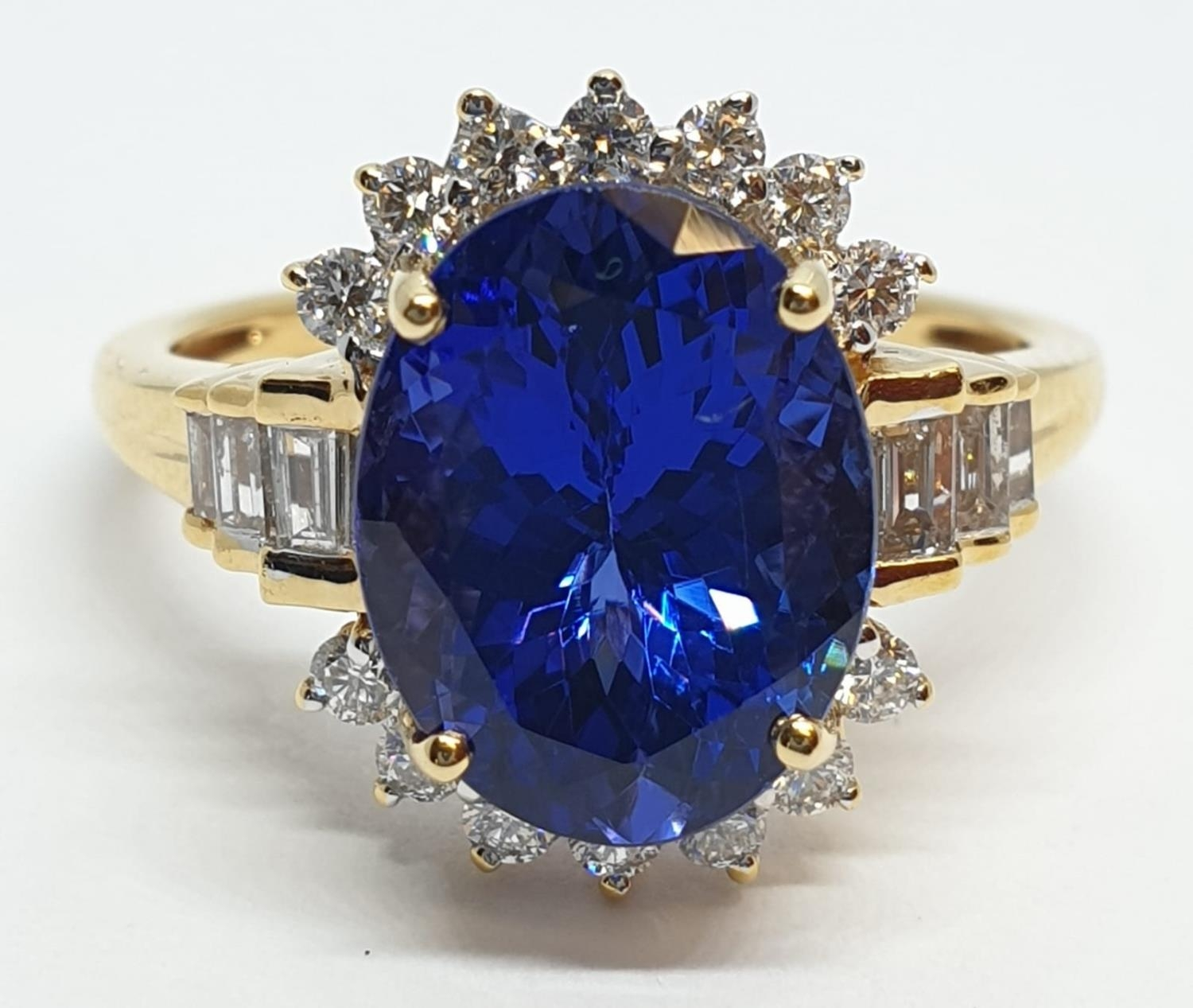 18ct yellow gold ring with 4ct tanzanite centre and further diamonds surrounding and on each