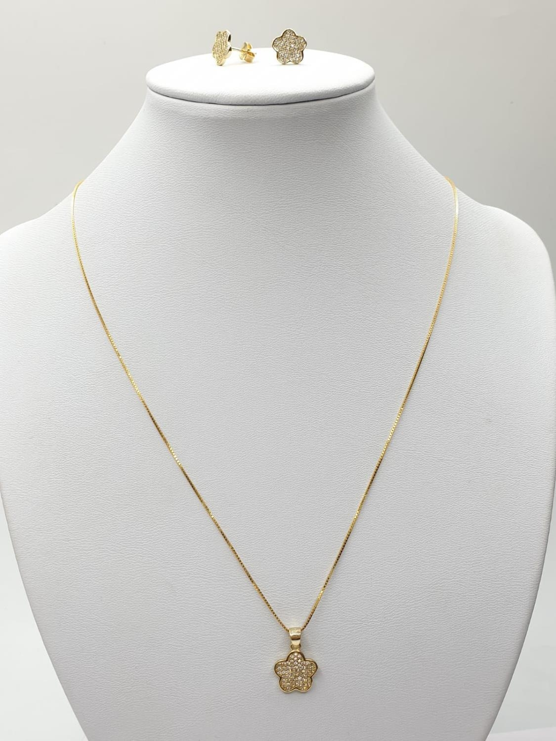 Gold plated silver set of PENDANT and matching EARRINGS. 3.7g 40cm chain.