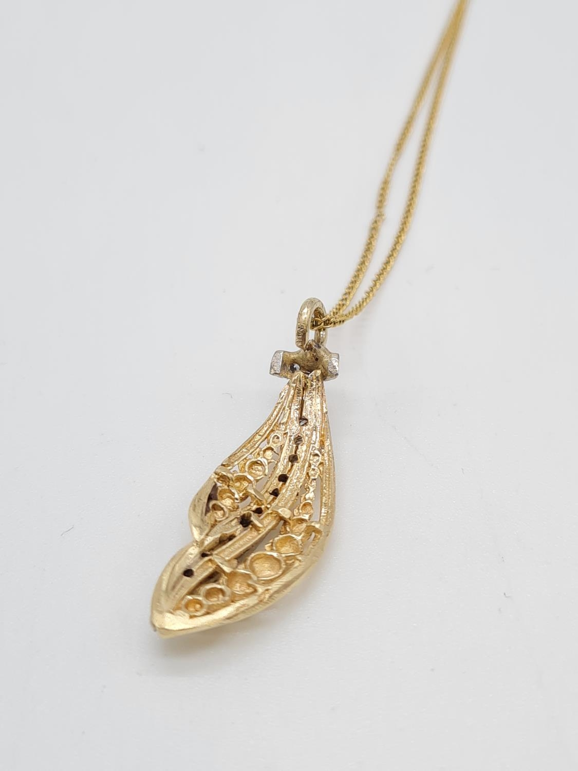 18ct gold diamond set pendant on chain, weight 3.69g and 40cm long, pendant 3 x 1cm - Image 9 of 9