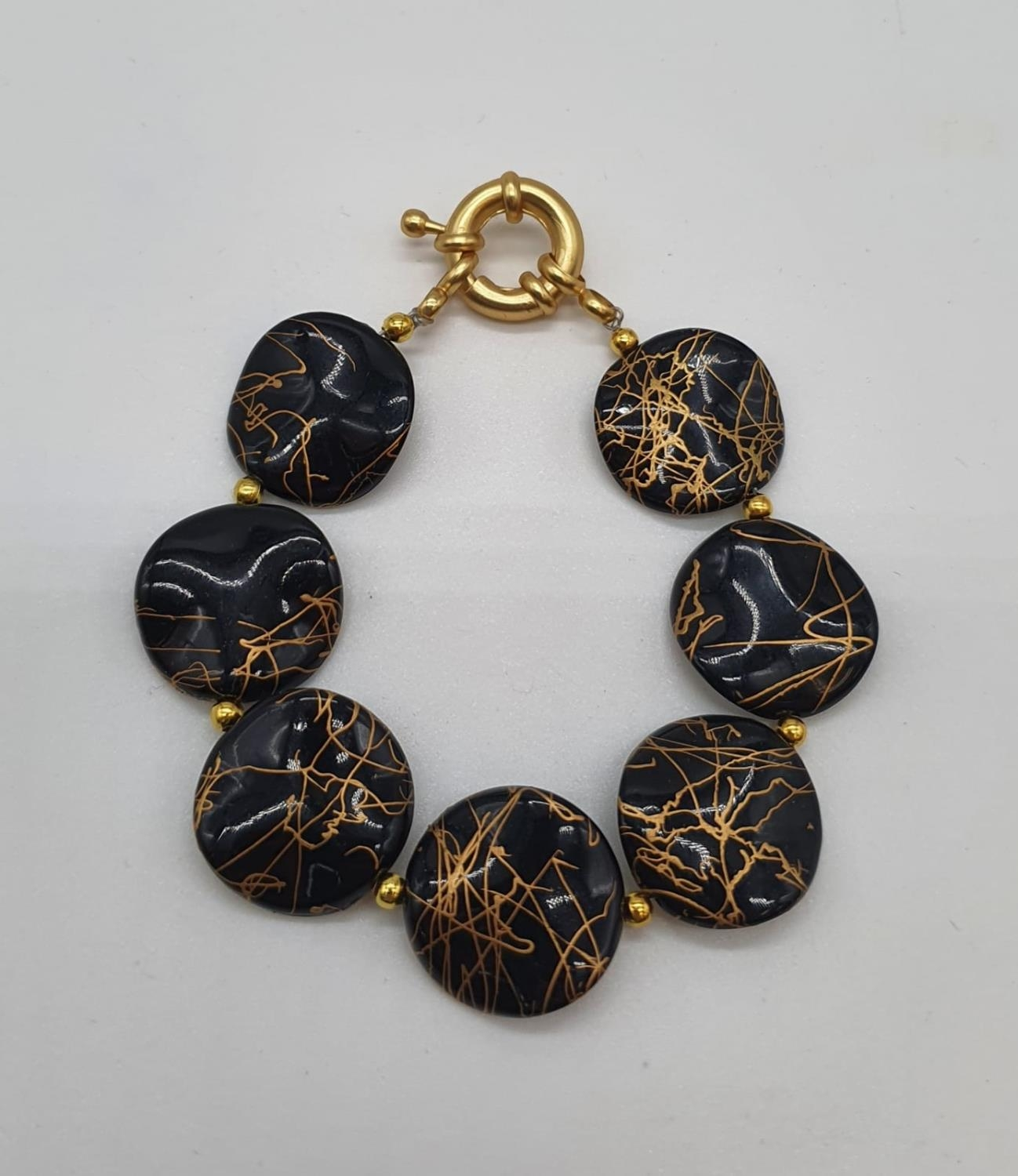 A 60?s black and gold coloured necklace, bracelet and earrings set in a presentation box. Necklace - Image 3 of 5