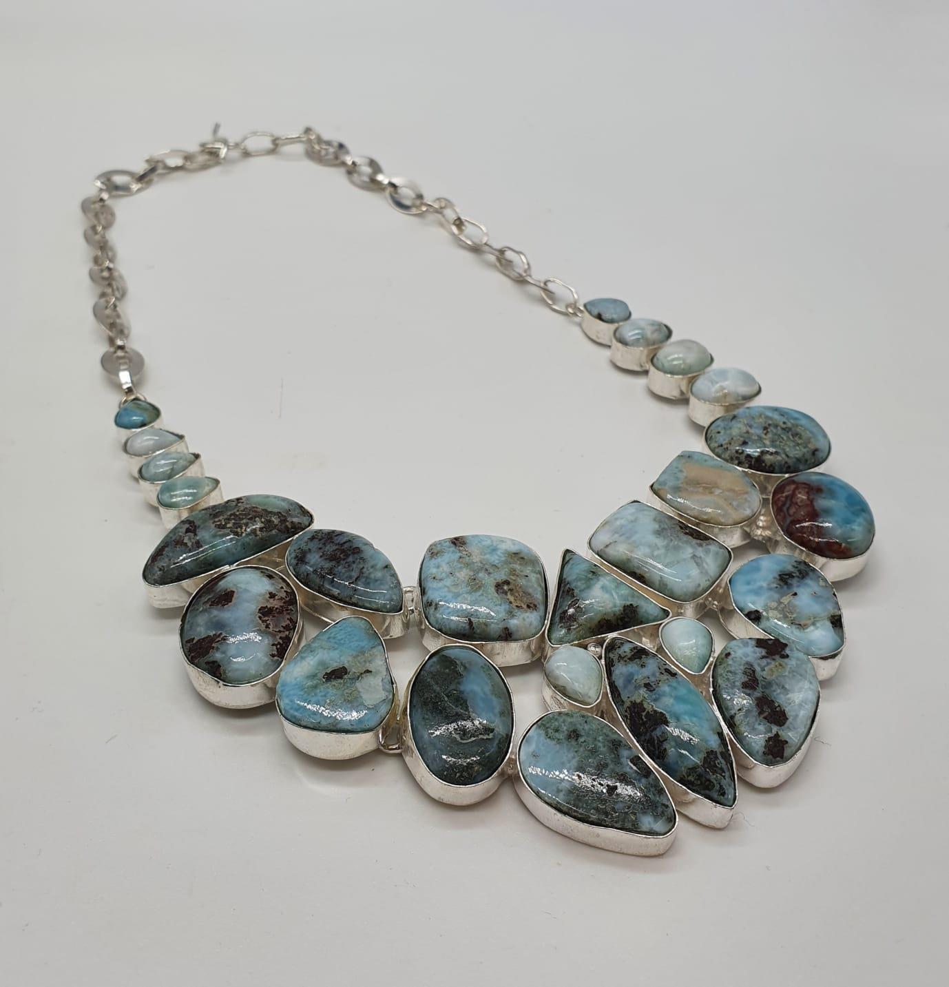A larimar necklace, bracelet and earrings set in a presentation box. Total weight: 228g./ LARIMAR is - Image 5 of 5
