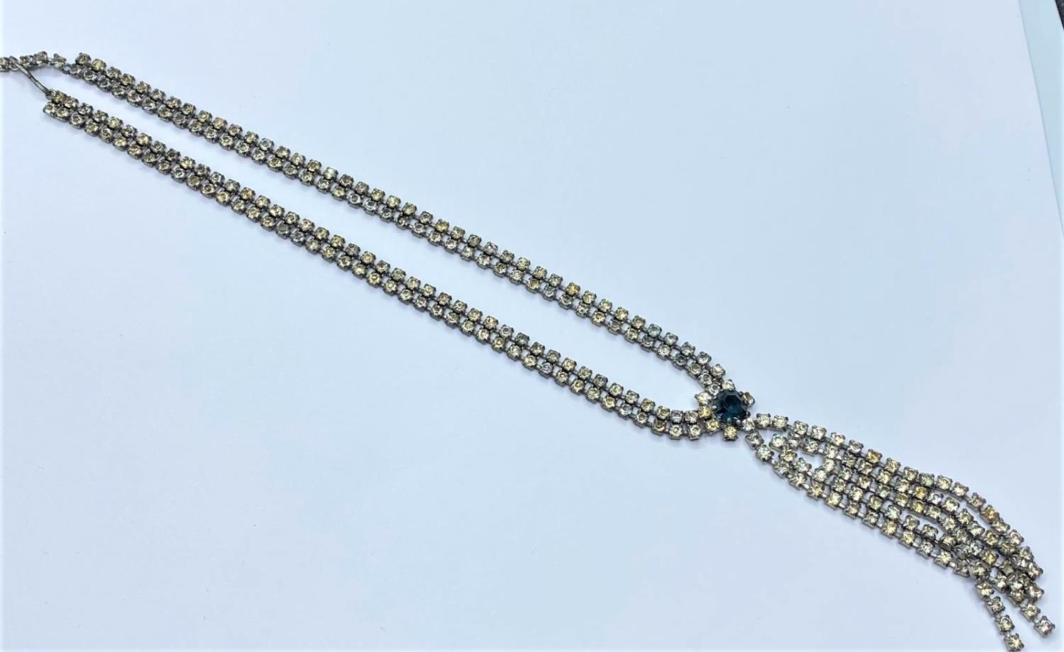 Vintage silver NECKLACE with one missing stone . 28g 38cm.
