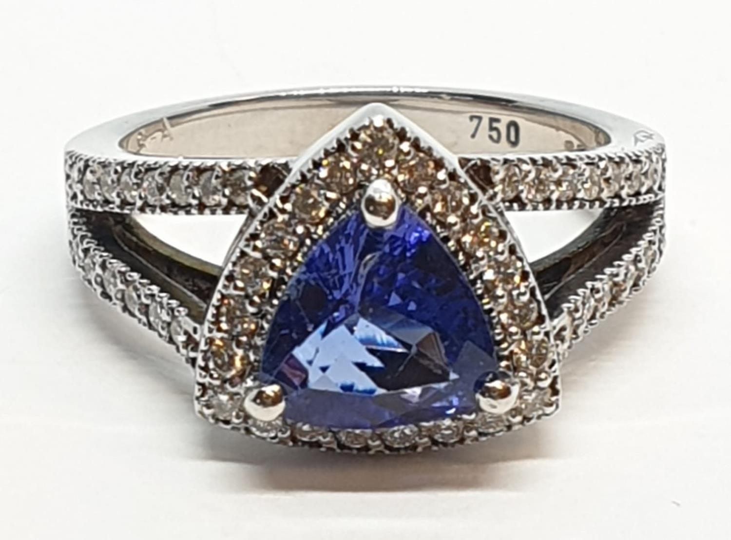 18CT WHITE GOLD RING WITH TRIANGULAR TANZANITE CENTRE AND DIAMONDS ON SHOULDERS, WEIGHT 7G AND
