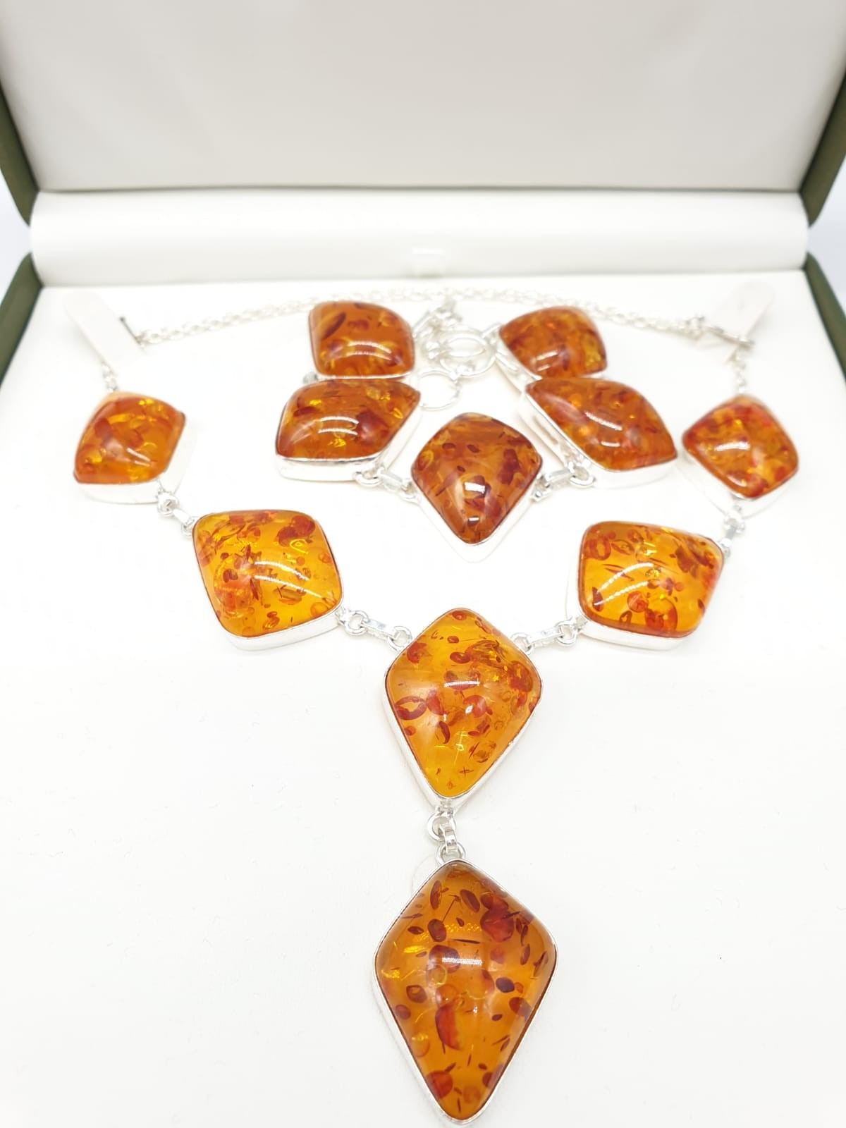 An Art Deco amber style necklace and bracelet set in a presentation box. Necklace length: 52cm.