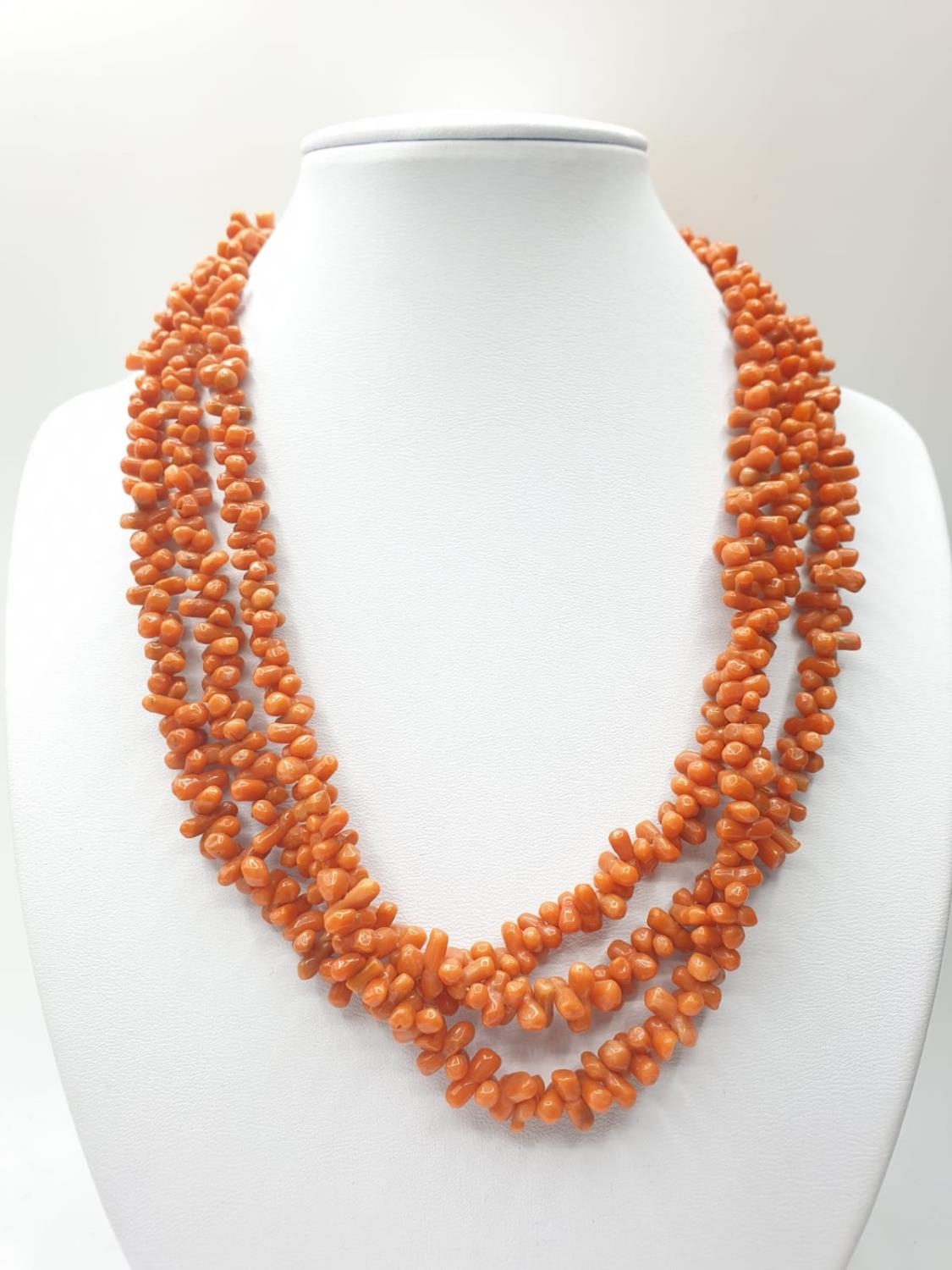 3 ROW CORAL NECKLACE CHOKER STYLE, WEIGHT 71.6G AND 45CM LONG APPROX