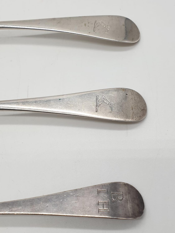 Three Georgian silver desert spoon circa 1830s. 34 grams total. - Image 6 of 6