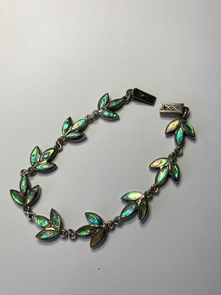 Silver and abalone bracelet in leaf formation. Sterling silver. Length 7.5 inches /19cm approx. - Image 3 of 3
