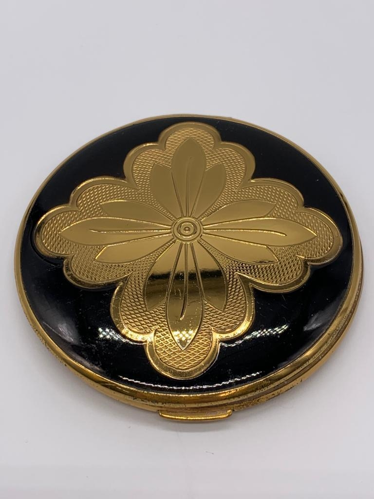 Vintage 1950/60's compact by Melissa. Black enamel lid with gold feature engine turned base. - Image 3 of 4