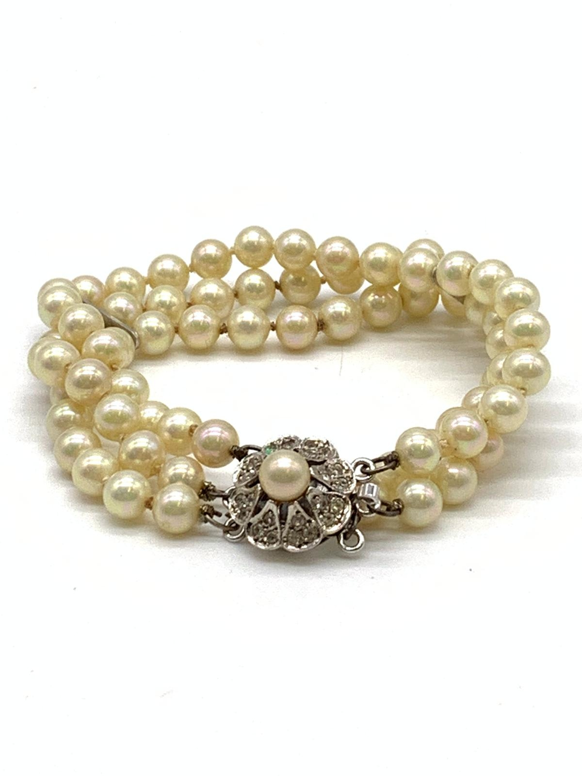 3 Strings Pearl Bracelet with Ornate Catch 16cm - Image 2 of 3