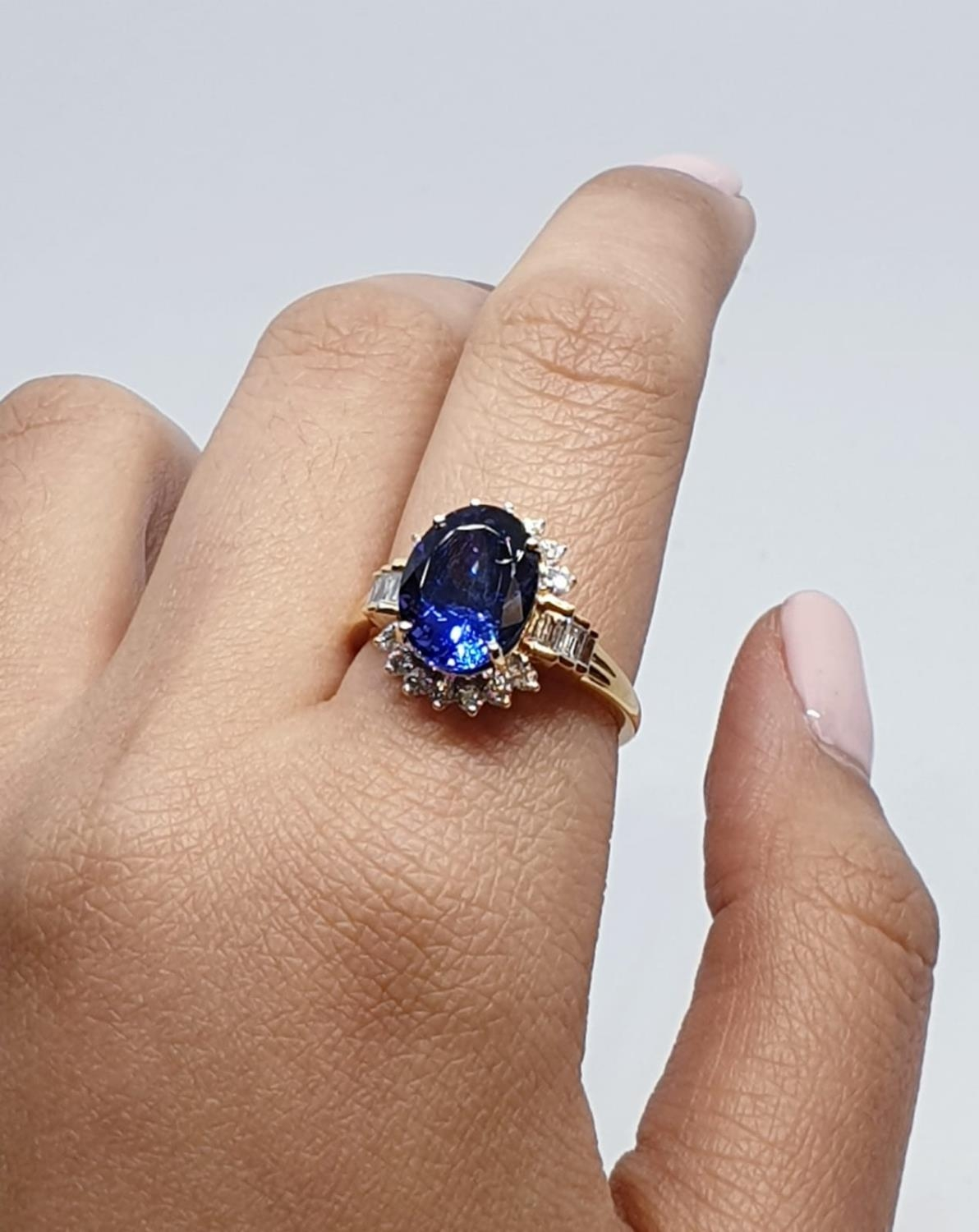18ct yellow gold ring with 4ct tanzanite centre and further diamonds surrounding and on each - Image 8 of 10