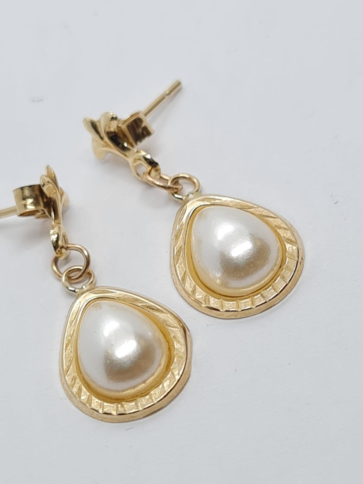 9ct Gold and pearl EARRINGS.
