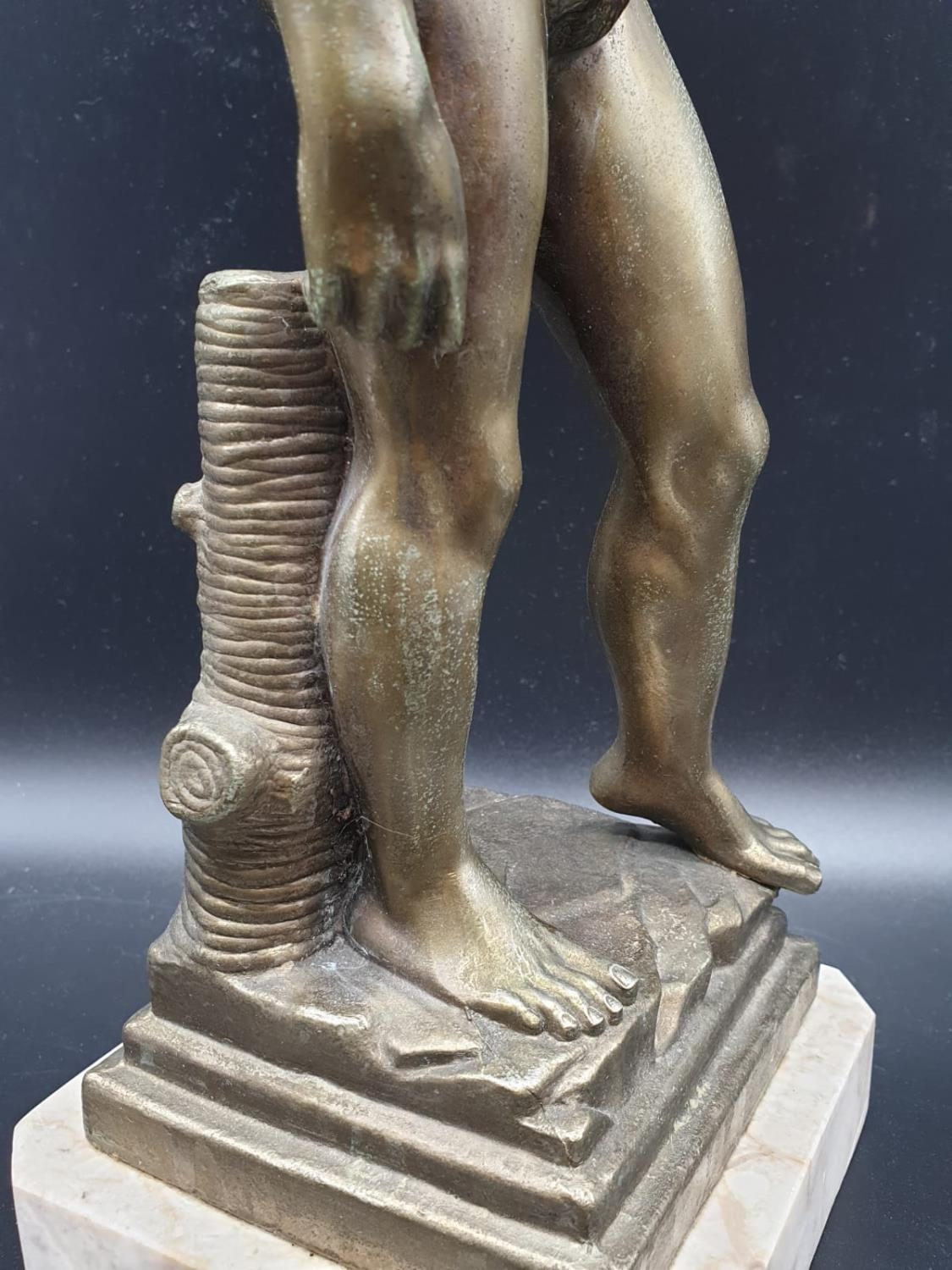 A Statue of Michelangelo's David in Brass on a Marble Base 40cms Tall 3.6kg - Image 7 of 9