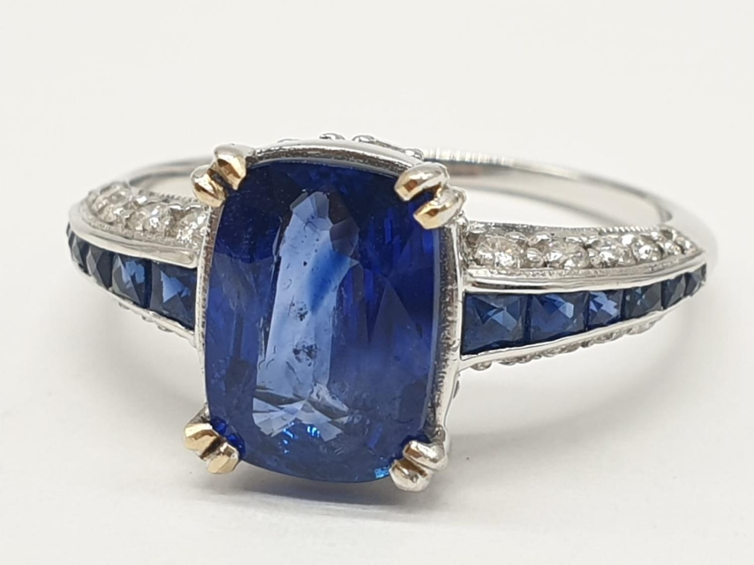 18ct White gold ring with sapphire and diamonds. Weighs 3.2g and is a size N. - Image 2 of 6