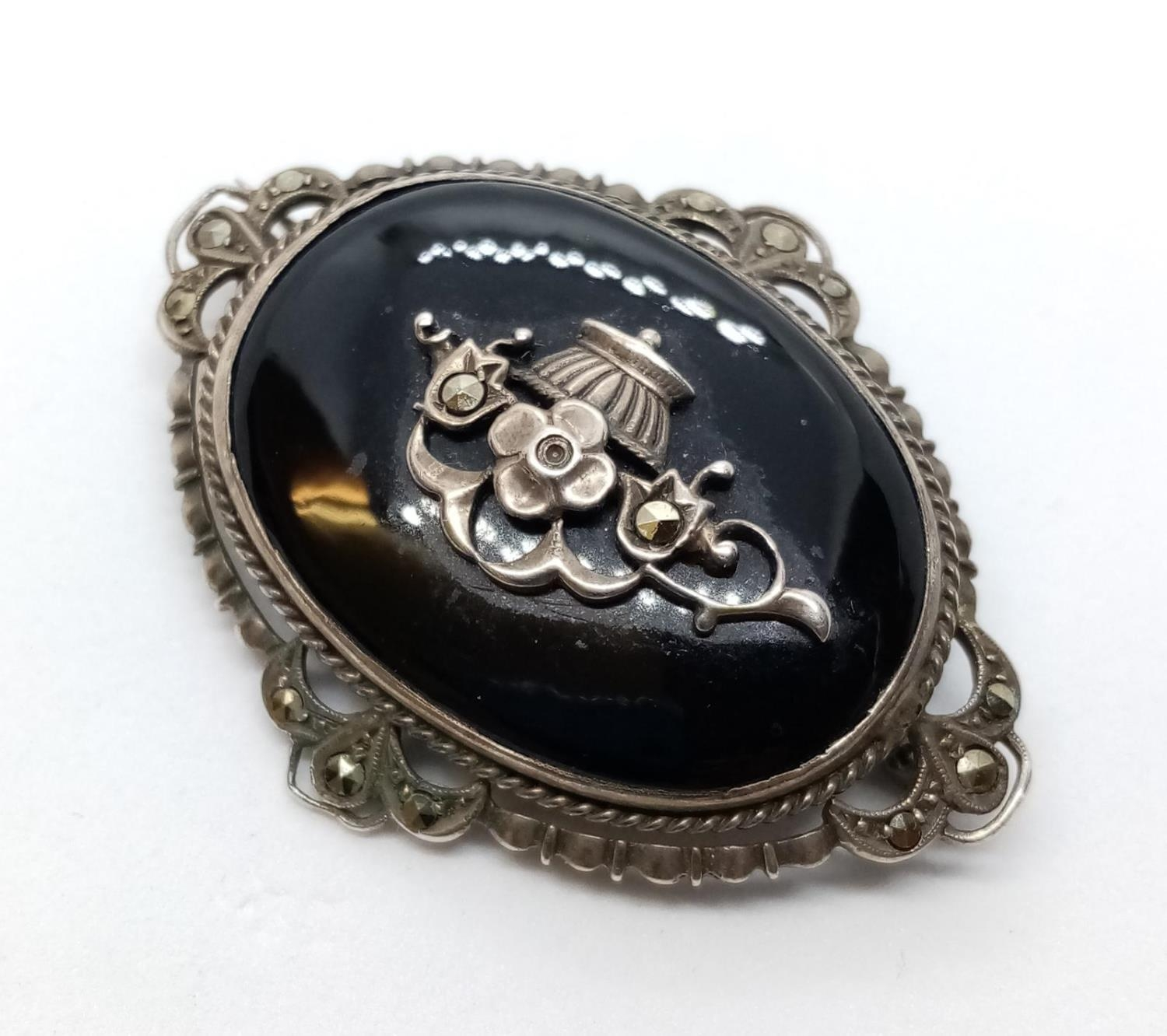 Victorian Marcasite and Black Onyx BROOCH. 9.9g 4.5 cm